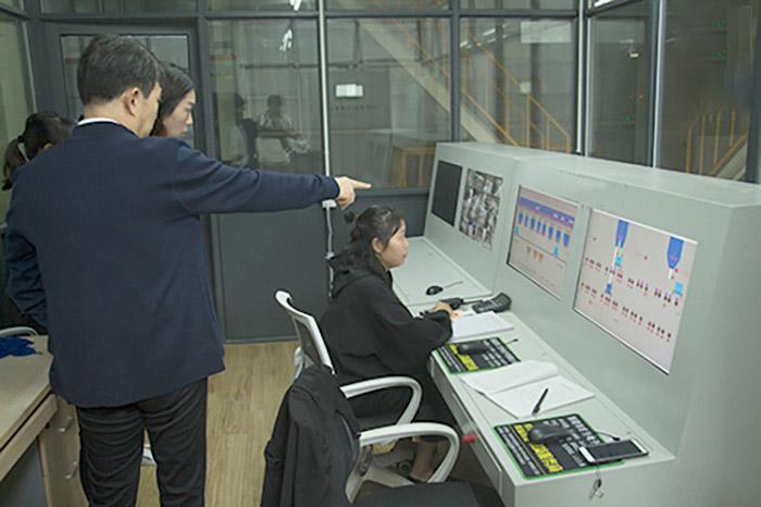 微機控制室